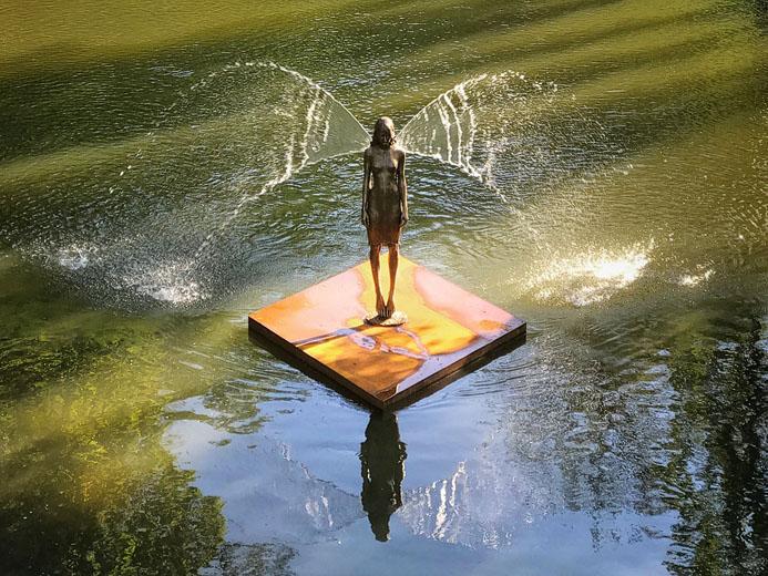 Wasserskulptur Engel von Malgorzata Chodakowska bei der SkulpturenSchau Weickersheim